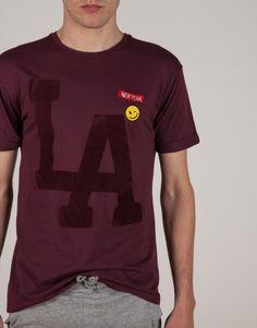 Camiseta Letras y Parches Vino