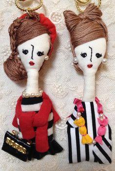 こちらの商品はくみこ様のオーダー品になります。サイズ…縦・約11cm(人形部分のみ)横・約3〜4cm素材…綿、刺繍糸、フェイクパール、フェルト