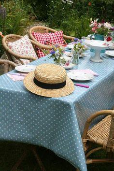 Tea in the garden Old Orchard Inn, Fresco, Vintage Gardening, Enjoy Summer, Outdoor Furniture Sets, Outdoor Decor, Outdoor Entertaining, Bed And Breakfast, Decoration