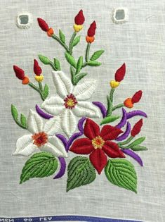 hand embroidery stitches for crazy quilts Border Embroidery Designs, Embroidery Stitches Tutorial, Embroidery Flowers Pattern, Simple Embroidery, Free Machine Embroidery Designs, Crewel Embroidery, Beaded Embroidery, Embroidery Ideas, Knitting Stitches
