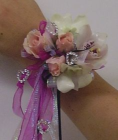 Prom flowers: Would you like ribbons with that corsage?