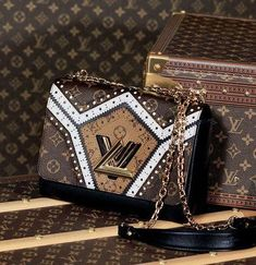 An editorial on Louis Vuitton handbags, purses and your favorite accessories. Get prices and shopping advice on Louis Vuitton designer bags and purses. Fall Handbags, Hermes Handbags, Louis Vuitton Handbags, Purses And Handbags, Leather Handbags, Burberry Handbags, Vuitton Bag, Replica Handbags, Luxury Bags