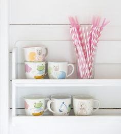 Children love Pentik's ceramic, playfully decorated mugs and plates. Halipupu, Farmi, Prinsessa, Sepi – which is your child's favourite? Child Love, Your Child, Childrens Mugs, Table Settings, Plates, Illustrations, Tableware, Kids, Licence Plates