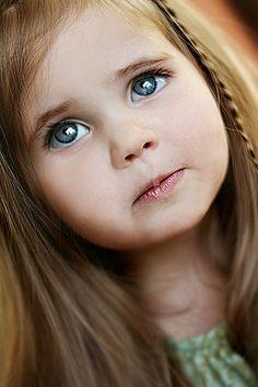 beautiful girl with huge expressive eyes Precious Children, Beautiful Children, Beautiful Babies, Pretty Eyes, Cool Eyes, Beautiful Eyes, Big Eyes, Beautiful Things, Cute Kids