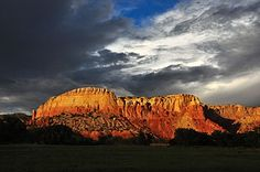 Ghost Ranch, New Mexico | November 2017 - Trauma-Informed Practices and Expressive Arts Therapy Institute-- it's a sell-out! Join Cathy Malchiodi & Elizabeth Warson for courses in 2018!