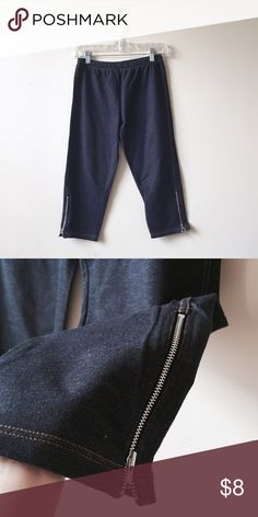 """Mid-calf jeggings Size M. Dark blue wash. 9"""" rise, 27"""" overall length. Zipper detail on sides. Like new. Uniqlo Pants Leggings"""