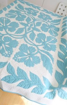 Beautiful blue and white Hawaiian quilt