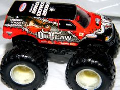 Hot Wheels Monster Jam Iron Outlaw Truck Diecast 1:64 Metal Base