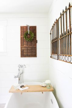 There's nothing quite like a long, hot bath. Except of course a long, hot bath with a glass of wine and a good book! Make this DIY Bathtub Tray this weekend and enjoy a hot bath by Sunday! Eclectic Bathroom, Rustic Bathrooms, Bathroom Styling, Diy Bathtub, Bathtub Tray, Bathtub Ideas, Country Farmhouse Decor, Farmhouse Style, Cottage Farmhouse
