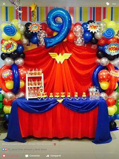 Mesa principal del cake Wonder Woman de mi Princesa Isabella