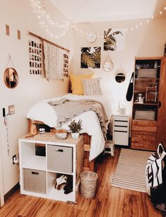 Small bedroom ideas, clean and organized small boho themed bedroom.