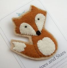 Adorable little red fox brooch. Could be made into bunting with other animals for a child's room?