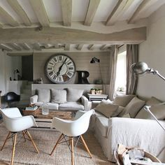 Looking for a Interieur Moderne Dans Maison Ancienne. We have Interieur Moderne Dans Maison Ancienne and the other about Maison Interieur it free. Shabby Home, Shabby Chic, Painted Beams, Home Music, Houses In France, Living Comedor, Cottage Interiors, Rustic Style, Home Furnishings