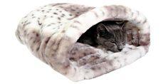 Le lit Leika est spécialement conçu pour offrir un lieu douillet à votre félin. le fond est garni de mousse. La structure est renforcée sur les côtés pour garder la forme arquée. Véritable cachette pour chat, votre animal en fera automatiquement son sa cachette favorite ! Disponible chez OOGarden