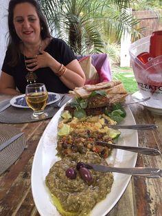 Combinado Turco, com Hommus, Babaganush, Caponata Italiana, Pão na Saj e Kafta de Picanha.