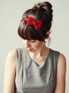 DIY Tutorial for Crochet Hair Accessories {Meet Stefanie – Squeaky Swing - Amigurumi Ideas Cute Crochet, Vintage Crochet, Knit Crochet, Crochet Pattern, Crochet Hair Accessories, Crochet Hair Styles, Diy Love, Diy Accessoires, How To Purl Knit