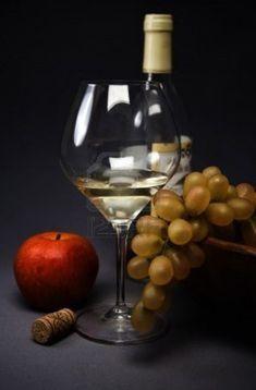 7535364-foto-de-un-bodegon-con-vidrio-de-frutas-y-vino.jpg (789×1200)