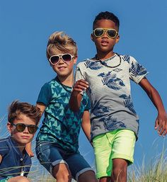 Retour T-shirts Augustin 225 Blauw dessin Summer Boy, Kids Fashion Boy, T Shirts, Kids Boys, Style Icons, Mens Sunglasses, Outfits, Clothes, Templates