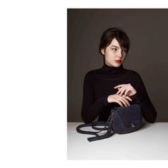 •E N I H O R N CAMPAIGN SS'17• Beautiful like a greek statue. 🚨: LISANNE navy #bag 📸: @davidajkai . . . #redlips #navyblue #springsummer #ootd #fashion #hungarian #designer #campaign #girl #leatherbag