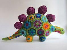 Вязаная игрушка: Динозавр из мотивов. Схема сборки и вязания крючком