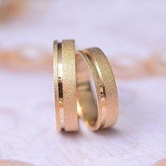 MODELO PACE Para saber mais informações acesse www.allianze.com.br (link na bio) e escreva na busca o nome do modelo.  Orçamentos: Tel:  (17) 3364-9906 Email:  atendimento@allianze.com.br  #allianzejoias #noiva #noivas #wedding #casamento #casamentos #aliança #alianças #voucasar #vestidodenoiva #bride #ouro #noivado #ouro18k #diamante #aliancacasamento #joias #pedras #aliancas  #anel #aneis #aneisnoivado #anelnoivado #noivinha by allianzejoias