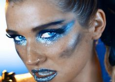 I gotta admit, I totally want to find an excuse to make-up my eyes and lips like this. Maybe water sprite or faerie? Ice queen? Something to do with stars (my fave!)? I want to do this sooo badly now, lol.