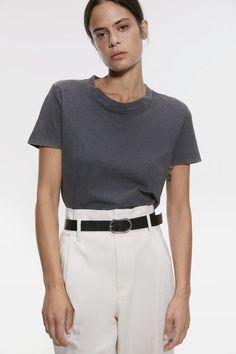 ZARA - Female - Washed effect t-shirt - Charcoal - Xs Online Zara, Preppy Look, Copenhagen Fashion Week, All Black Outfit, Jacket Buttons, Knit Jacket, Zara Women, Fast Fashion, Simple Outfits