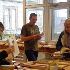 Cafés littéraires itinérants Desk, Furniture, Home Decor, Desktop, Decoration Home, Room Decor, Home Furnishings, Office Desk, Offices