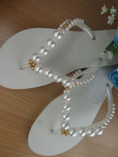 How to Embroider Slipper: Step by Step Photos Bling Flip Flops, Bridal Flip Flops, Flip Flop Sandals, Beaded Beads, Beaded Shoes, Decorating Flip Flops, Diy Clothes And Shoes, Beach Wedding Shoes, Crochet Shoes