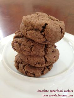 5 Minute Chocolate Cookies {no grains, dairy, eggs, or refined sugar} | Modern Alternative Mama