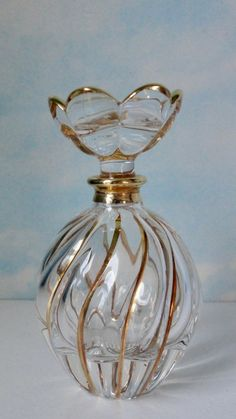 Crystal Perfume Bottles, Antique Perfume Bottles, Zen Pictures, Beautiful Perfume, Bottle Art, Glass Jars, Vintage Art, Fragrance, Antiques