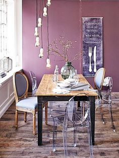 Quer saber como colocar cadeiras diferentes na mesa de jantar e ficar bonito? Vem ler este post!
