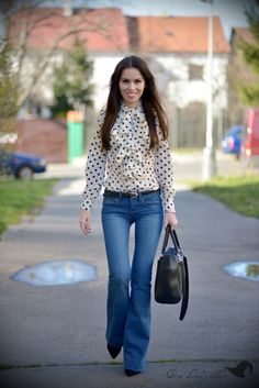 PetraLovelyHair: OOTD - puntíkatá halenka a zvonáče + útržky z Yout... Bell Bottoms, Bell Bottom Jeans, Brunch, Ootd, Youtube, Pants, Clothes, Fashion, Trouser Pants