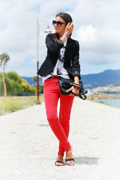 really like these red skinnies with the belt...