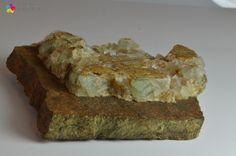 Fluoryt - sześcienne kryształy na limonicie