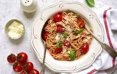 Oletko jo kuullut uunifetapastasta? Liemessä-ruokablogin simppeli ja herkullinen pastaresepti on innostanut monia kotikokkeja kokkaamaan uunissa fetaa. Joko, Feta, Spaghetti, Ethnic Recipes, Spaghetti Noodles