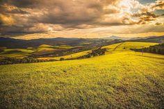 Magická Orava len sa túlať a užívať si prírodu  #praveslovenske od @martinmarec  #autumncolors #autumn #hills #walking #trip #adventure #travel #traveler #beauty #view #beautyview #naturelovers #naturewalk #naturegram #natureporn #landscapes #clouds @slovakia.travel @naoravedobre @zilinskykraj @zilinskykrajtipy @regionzilina @pripijam