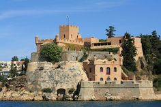Portimão Portugal, Notre Dame, Mansions, House Styles, Building, Travel, Home, Castles, The Beach