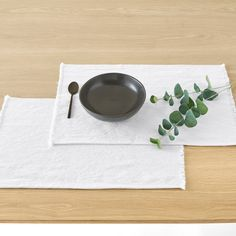 This set of Best Quality Bello mats bring style and practicality to your dining. With a soft blend of linen and cotton, plus on-trend fringing, the Bello design is the perfect finishing touch to your table. Home Furnishing Accessories, Home Furnishings, Autumn Interior, Linen Tablecloth, Dining Room Table, Tableware, Label, Range, Interiors