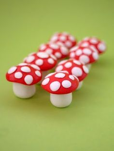 Fondant toadstool cupcake toppers, tutorial available Fondant Cake Toppers, Fondant Icing, Fondant Figures, Fondant Cakes, Cupcake Toppers, Cupcake Cakes, Rose Cupcake, 3d Cakes, Clay Figures
