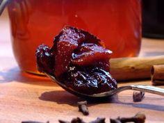 Kweepeer compote. Kweeperen of kweeappels zijn verwant aan de appel, peer en lijsterbes en komt vooral voor in de zuidelijke landen van Europa en in Japan is deze vrucht ook erg bekend. In Nederland kennen veel mensen de kweepeer of kweeappel nog niet of kennen ze de vrucht wel maar weten niet precies wat ze […] Het bericht Kweepeer compote verscheen eerst op Recepten koken.