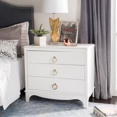 Safavieh Home Collection Hannon 3 Drawer Contemporary Nightstand End Table, Grey/Brass White Bedroom Furniture, Living Room Furniture, Bedroom Decor, Mirrored Bedroom, White Nightstand, 3 Drawer Nightstand, Nightstands, Drawer Knobs, Bedside Chest