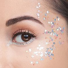 treasure pot glitter gel Be the star of the show & then some with this limited-edition star & moon silver glitter gel. Silver Glitter Eye Makeup, Glitter Makeup Looks, Glitter Gel, Festival Makeup Glitter, Sparkly Makeup, Glitter Eyeliner, Loose Glitter, Sparkles Glitter, Glitter Fabric
