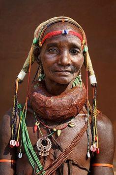 Africa, Woman from the Mwila (or Mwela, Mumuhuila, or Muhuila) tribe - Angola © Johan Gerrits African Tribes, African Women, African Art, We Are The World, People Around The World, Wonders Of The World, Beautiful World, Beautiful People, Tribal People