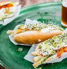 Der leckere Fast Food-Klassiker einmal anders: Veggie-Hot Dog mit Spargel, gepimpt mit