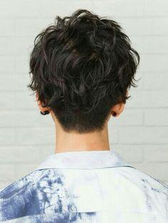 Popular Haircuts For Short Hair Men Short Curly Hair, Wavy Hair, Short Hair Cuts, New Hair, Curly Hair Styles, Long Messy Hair, Androgynous Haircut, Shot Hair Styles, Hair Reference