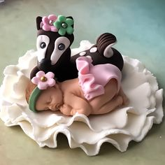 Edible Sugar Art makes custom toppers for your baby shower cakes!