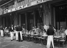 1925........CAFÉ DE LA PAIX.......BOULEVARD DES CAPUCINES.........PHOTO DE SEEBERGER............SOURCE MIMBEAU.TUMBLR.COM.............
