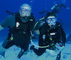 Dr. Oehler loves to scuba dive with his wife, Michele!  He is also an AMAZING underwater photograper!