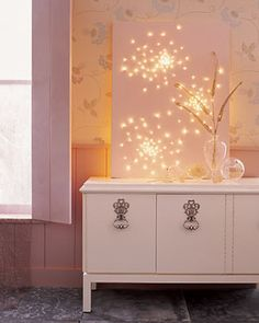 Lighted Canvas (uses Christmas lights!) that lighted canvas is so cool I would have that up all year long! Diy Luz, Hanging Christmas Lights, Xmas Lights, Holiday Lights, Night Lights, Hanging Lights, Green Lights, Long Lights, Beautiful Christmas Decorations